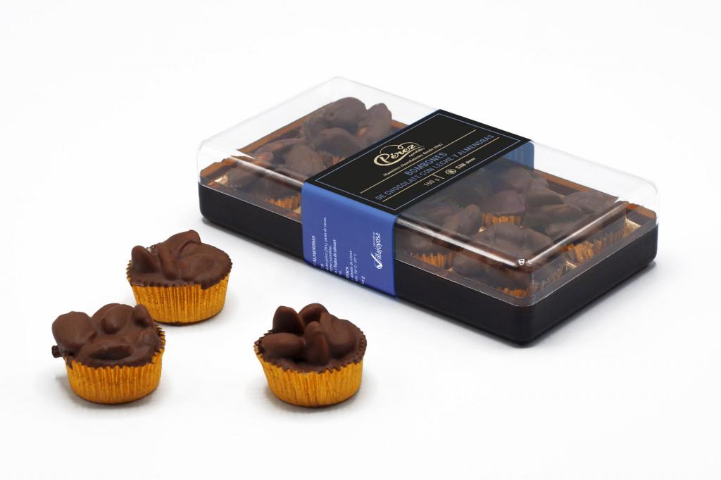 Comprar caja de bombones de chocolate con leche y almendras 32% Cacao